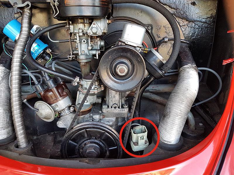 Prise-compartiment-moteur.jpg.f9cba27095a7ee18648e97d4ec7df916.jpg