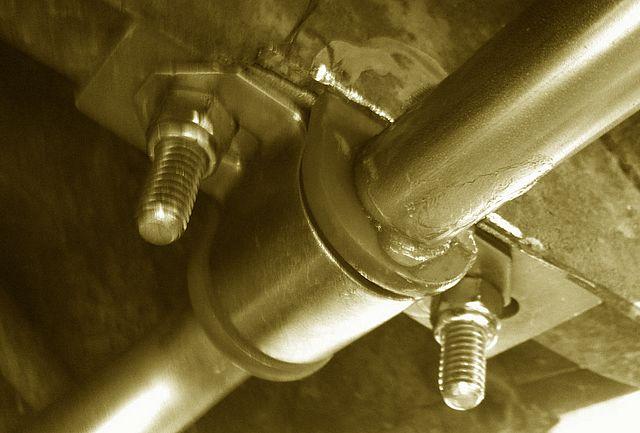 Installer une barre-antiroulis arrière